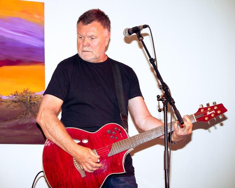 Les Dodd - guitar